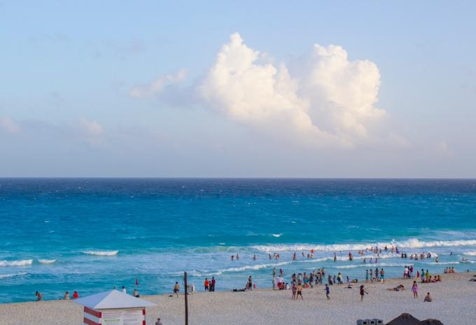 mexican-repat-expat-cancun-playa-delfines-1