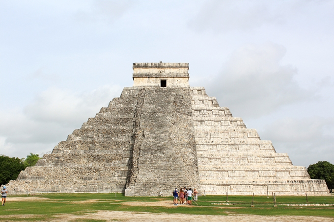 road-trip-chichen-Itza-kukulcan-temple-back
