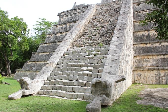 road-trip-chichen-Itza-valladolid-Snake-Heads-temple